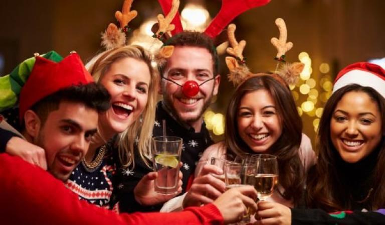 Погледнете до кого седите на Новогодишните празненства